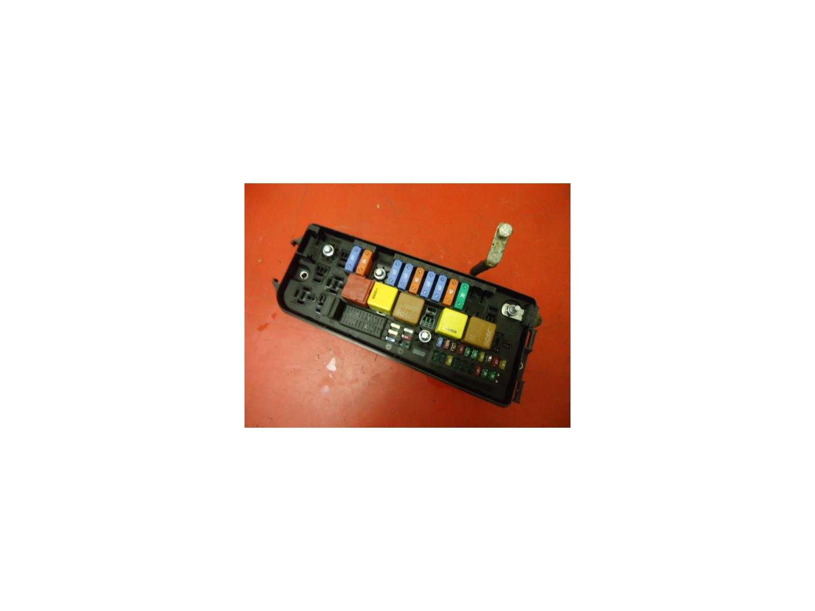 VAUXHALL VECTRA C UNDER BONNET CONTROL UEC FUSE BOX 13144709 UQ 02-05