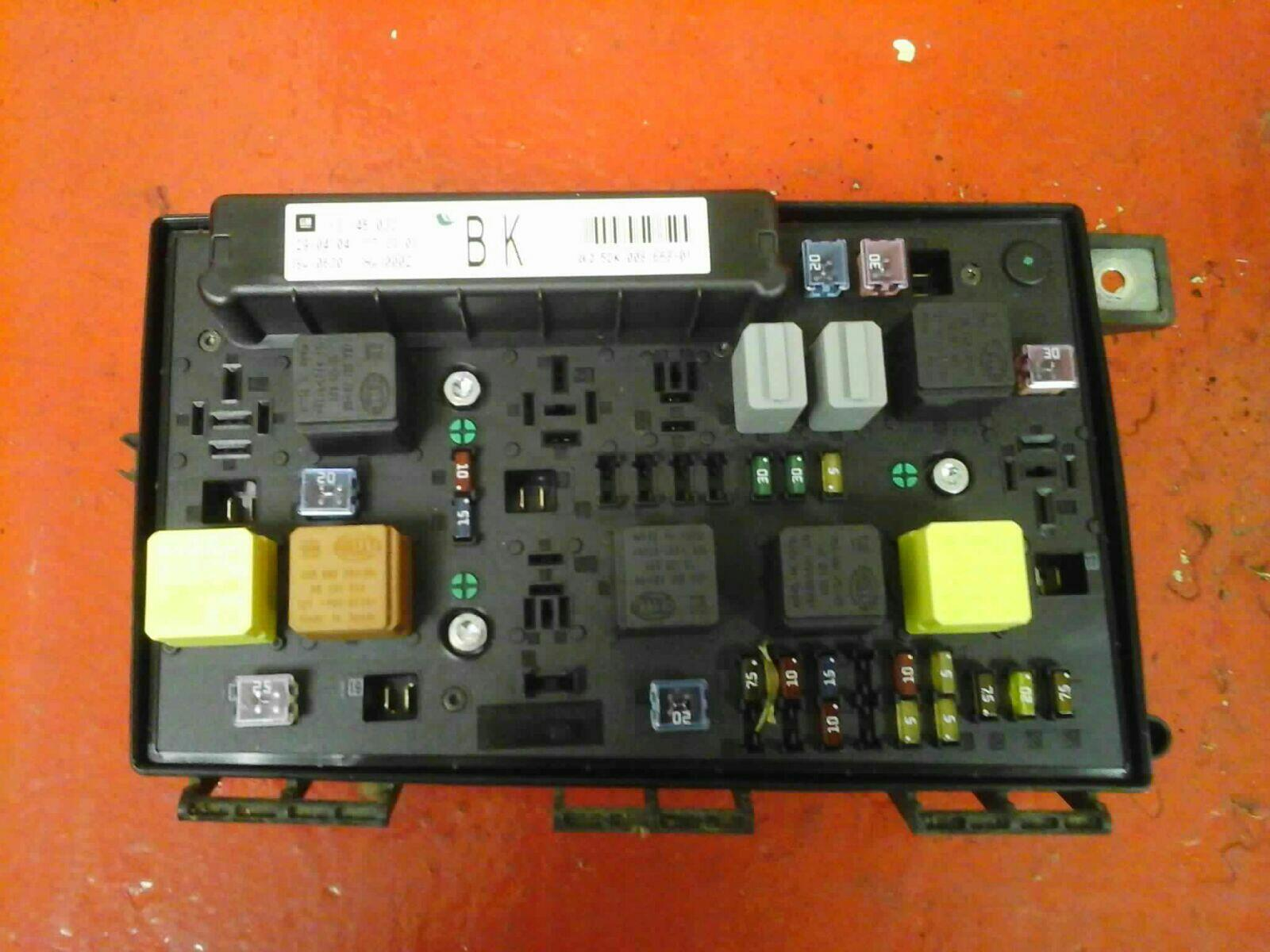 VAUXHALL ASTRA H MK5 FRONT BCM ELECTRIC CONTROL UEC FUSE BOX BK 2004-2010