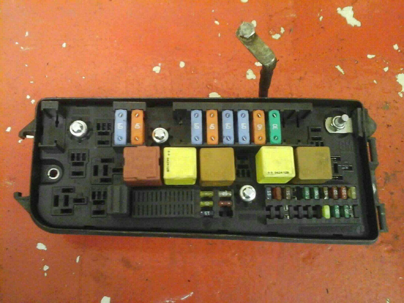 VAUXHALL VECTRA C SIGNUM UEC FUSEBOX UNDERHOOD ELECTRICAL CENTER CS 02-2009
