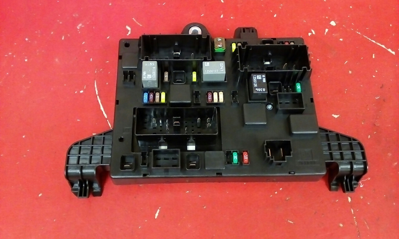 Vauxhall Astra J Mk6 Rec Rear Fuse Box 2010 2015 13302301 Qq Used Where Is