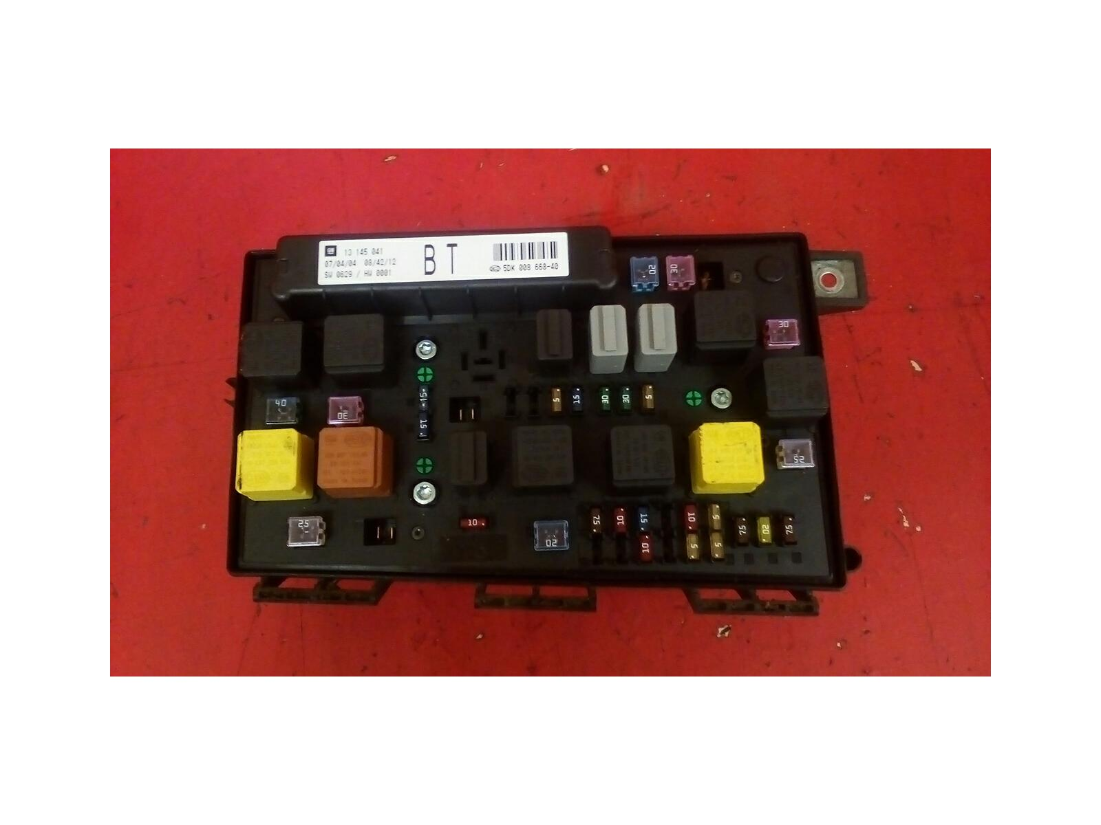 VAUXHALL ASTRA H MK5 FRONT BCM UEC BT ELECTRIC CONTROL FUSE BOX 2004-2010