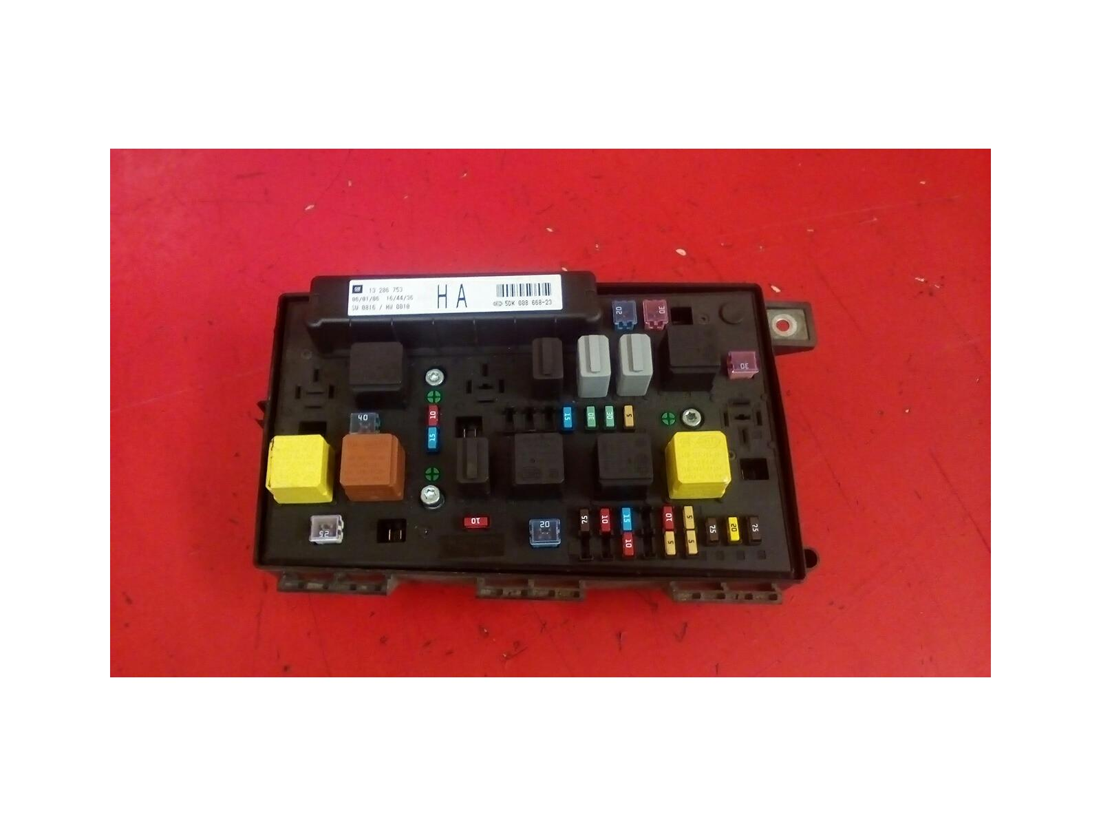 VAUXHALL ASTRA H MK5 FRONT BCM ELECTRIC HA CONTROL UEC FUSE BOX 2004-2010