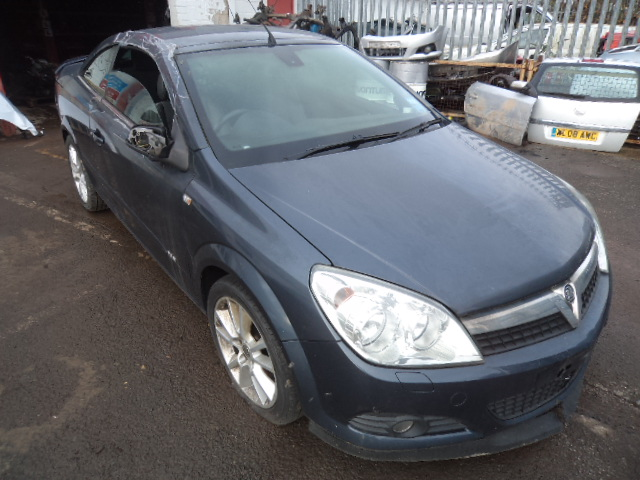 VAUXHALL ASTRA TWIN TOP DESIGN