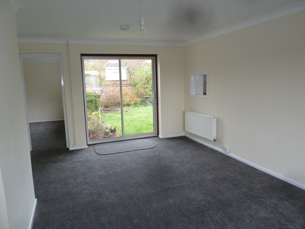 3 bedroom detached bungalow To Let in Aveley - Property photograph