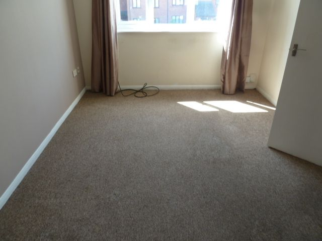 1 bedroom flat flat/apartment To Let in Grays - Property photograph