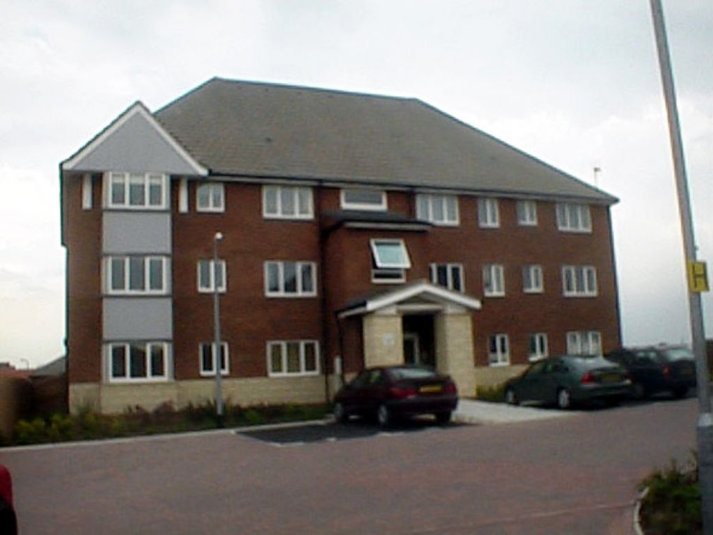 2 bedroom flat flat/apartment Let in Grays - Property photograph