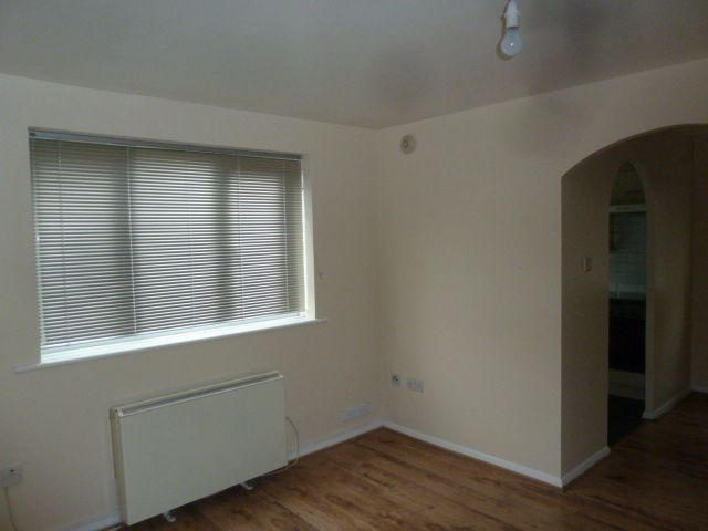 flat flat/apartment Let in Grays - Property photograph