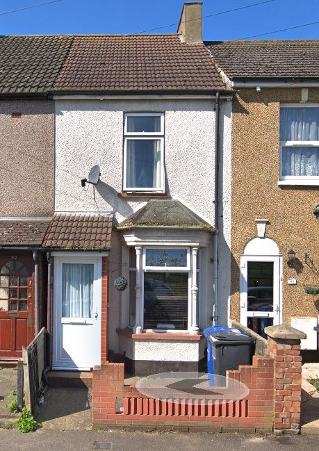 2 bedroom mid terraced house To Let in Grays - Property photograph