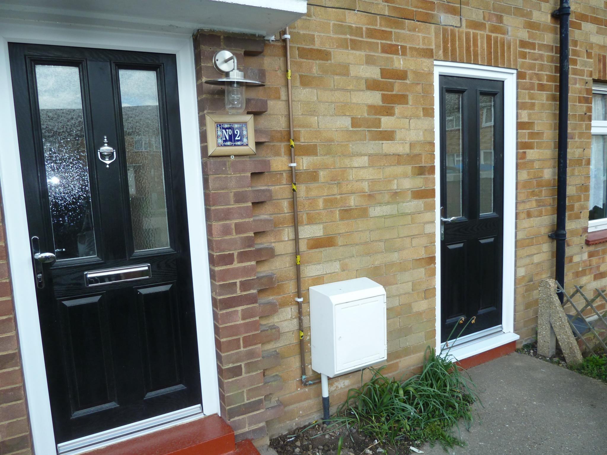 3 bedroom mid terraced house Let in Grays - Property photograph