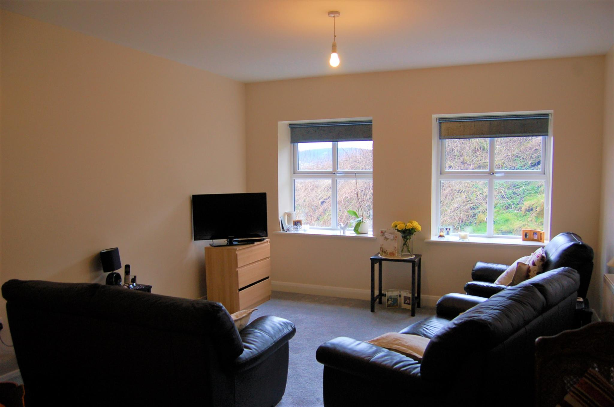 2 bedroom duplex flat/apartment For Sale in Mossley - Property photograph