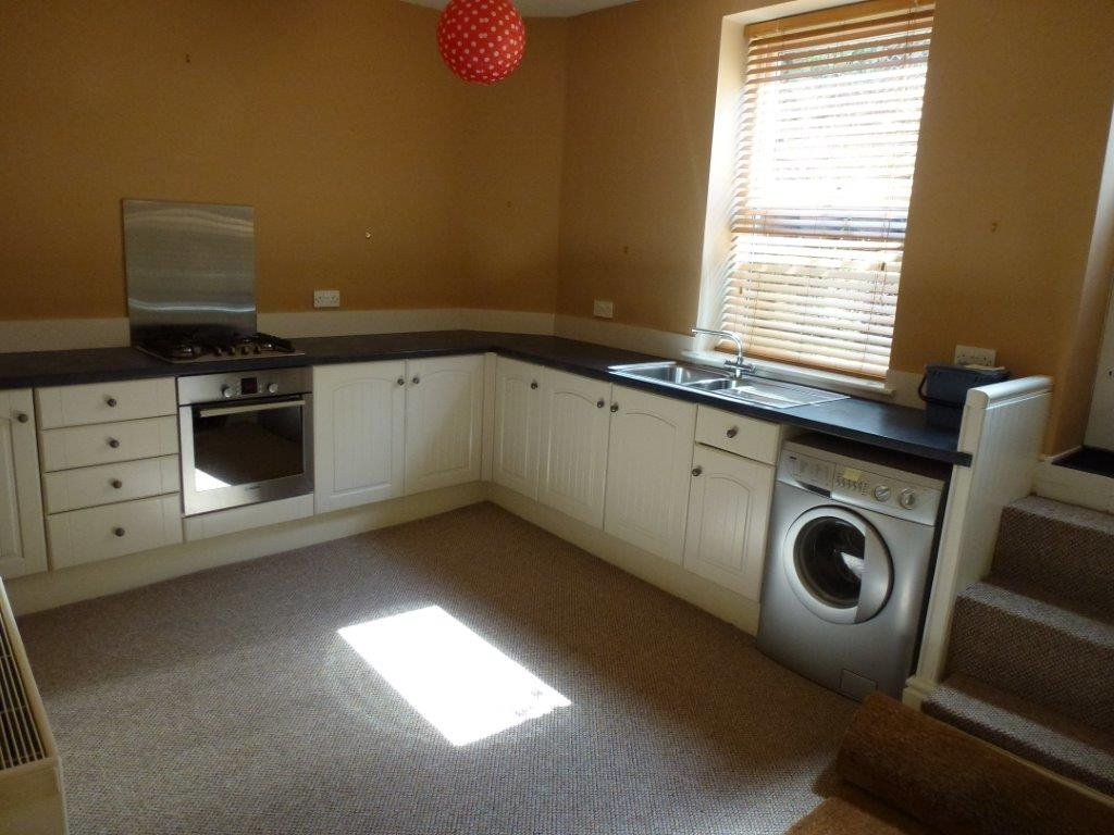 3 bedroom mid terraced house To Let in Todmorden - Property photograph