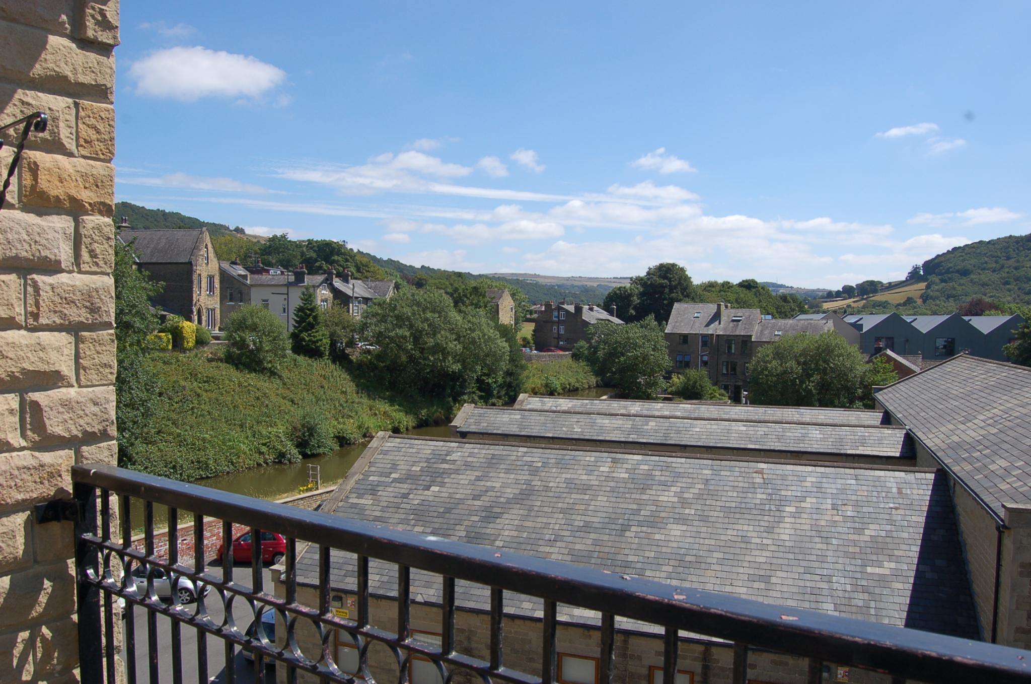 2 bedroom penthouse flat/apartment To Let in Mytholmroyd - Property photograph
