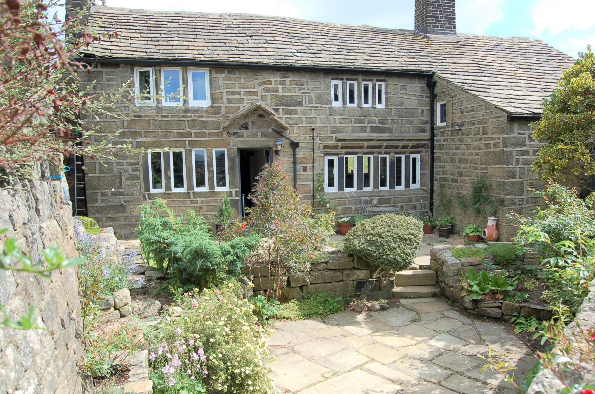 4 bedroom detached house Sale Agreed in Hebden Bridge - Property photograph