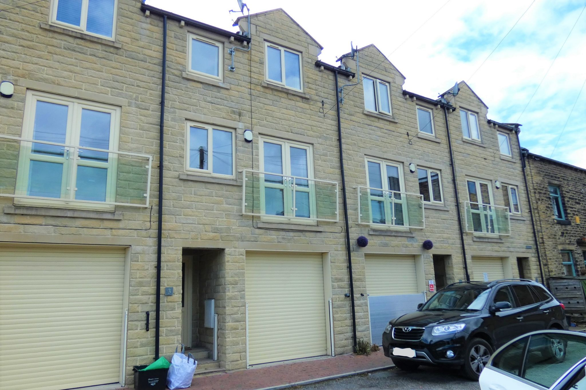 4 bedroom mid terraced house To Let in Mytholmroyd - Property photograph