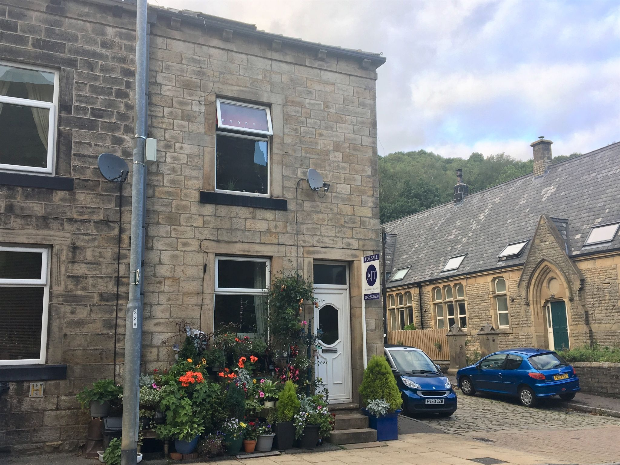 2 bedroom end terraced house For Sale in Todmorden - Property photograph