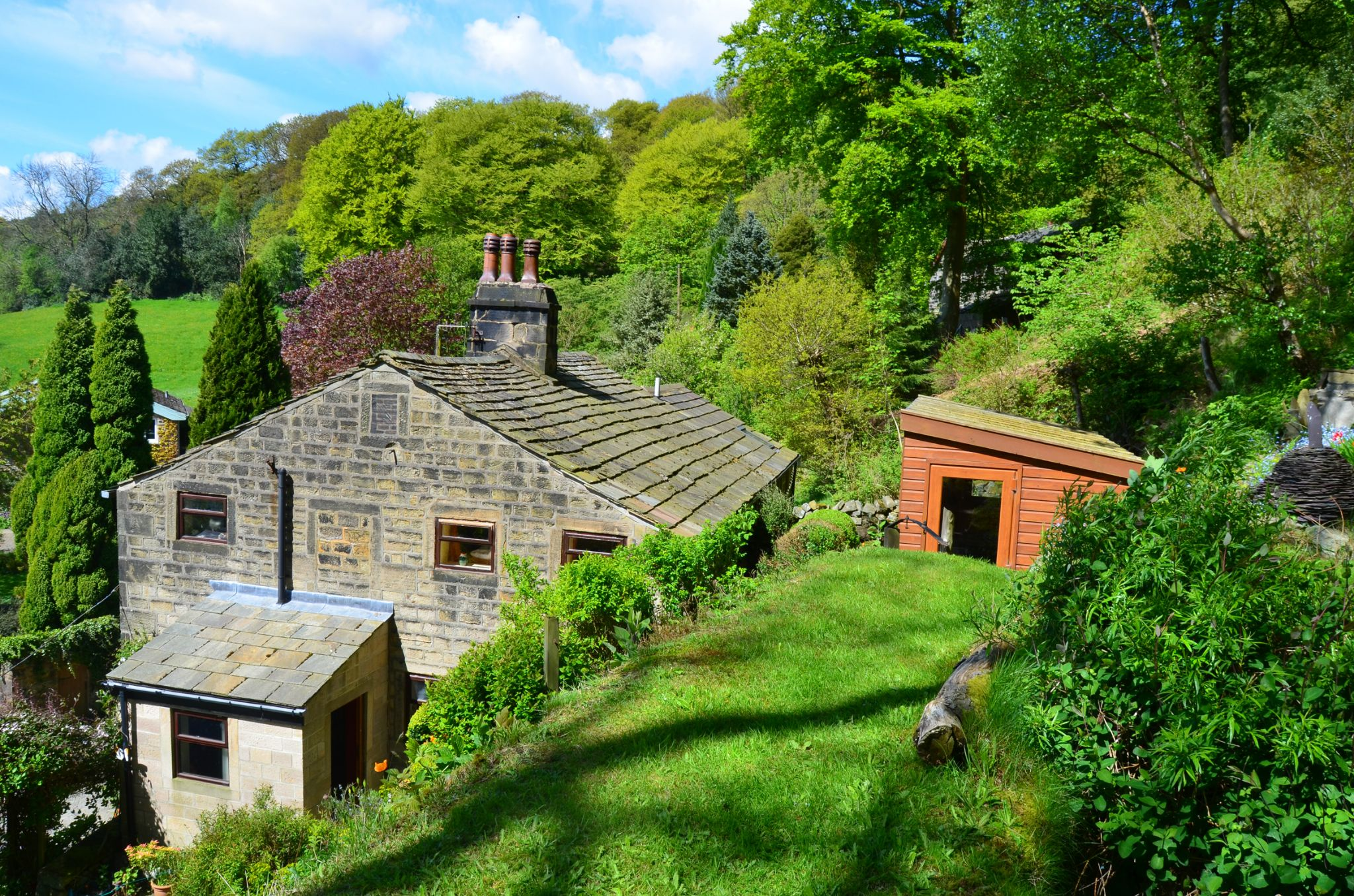 3 bedroom semi-detached house Sale Agreed in Todmorden - Property photograph