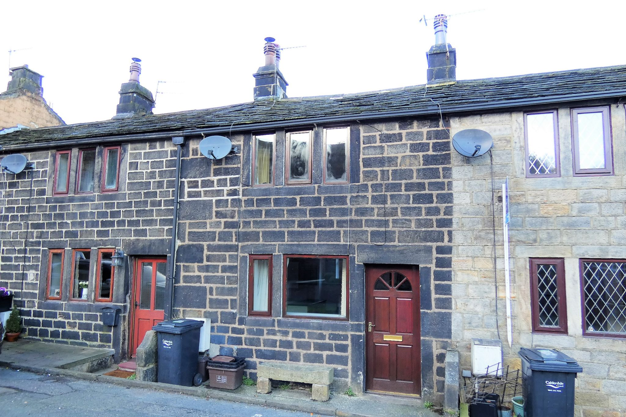 2 bedroom mid terraced house For Sale in Todmorden - Property photograph