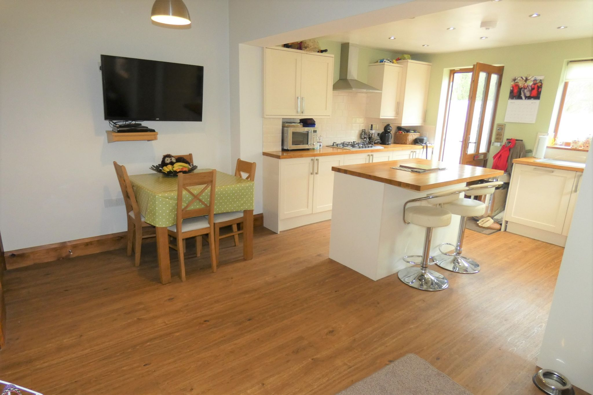 2 bedroom end terraced house For Sale in Mytholmroyd - Property photograph