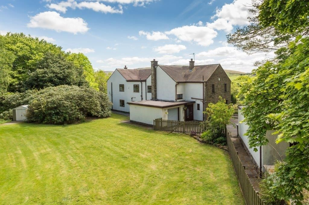6 bedroom detached house For Sale in Todmorden - Photograph 34