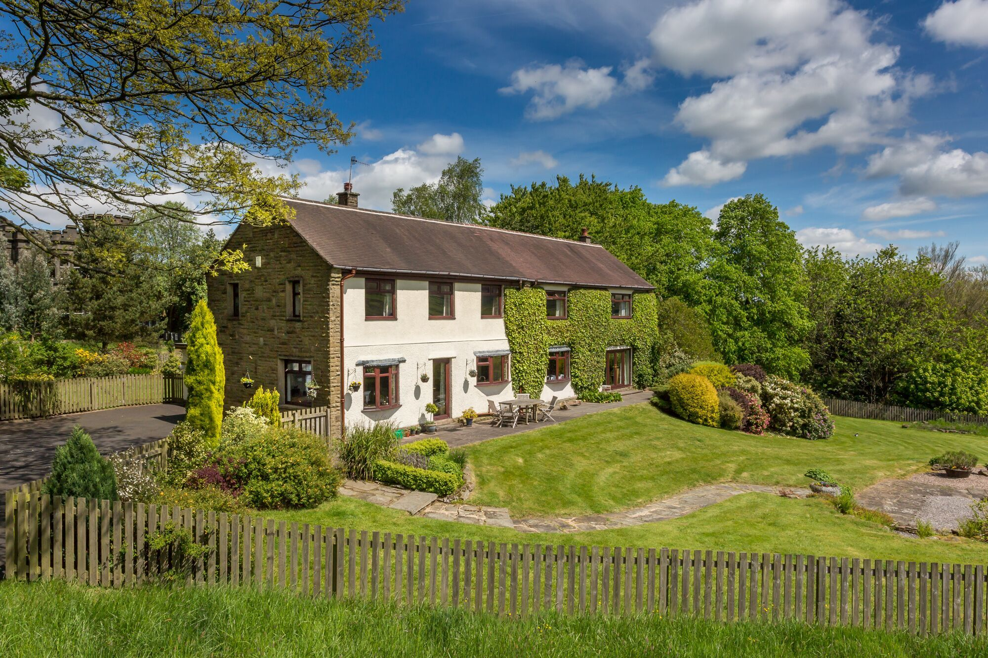 6 bedroom detached house For Sale in Todmorden - Photograph 38