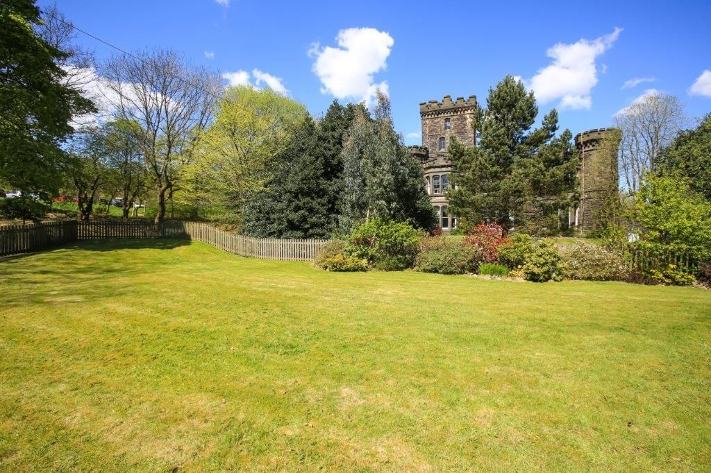 6 bedroom detached house For Sale in Todmorden - Photograph 27