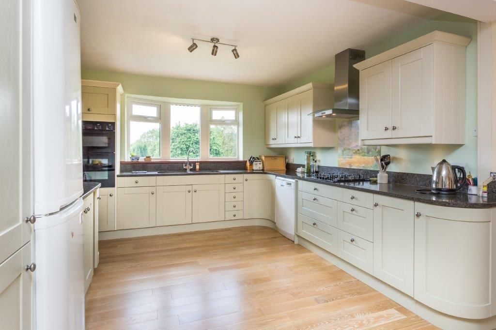 6 bedroom detached house For Sale in Todmorden - Photograph 3