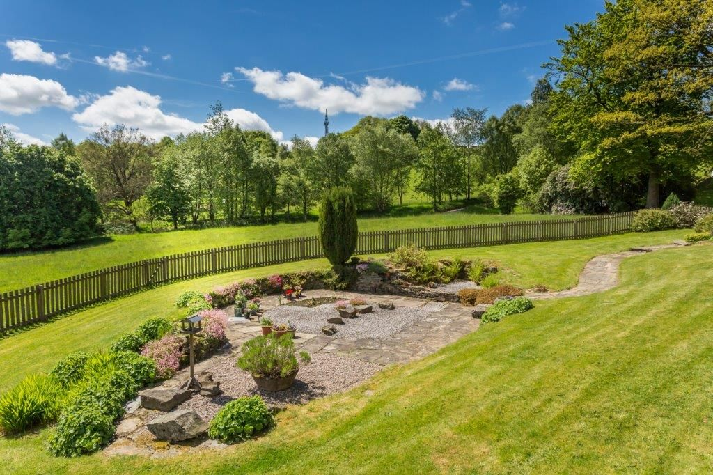 6 bedroom detached house For Sale in Todmorden - Photograph 10