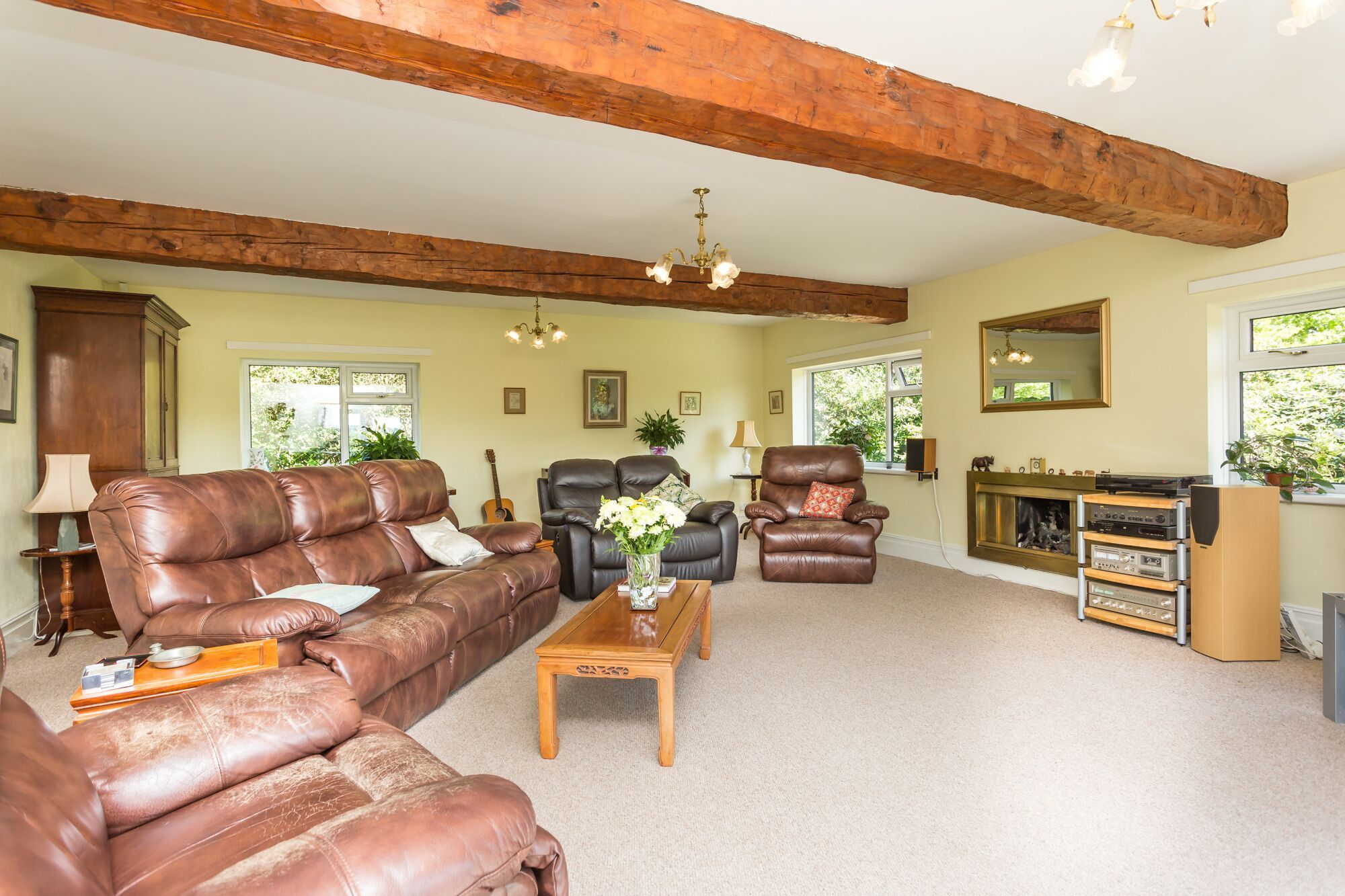 6 bedroom detached house For Sale in Todmorden - Photograph 6