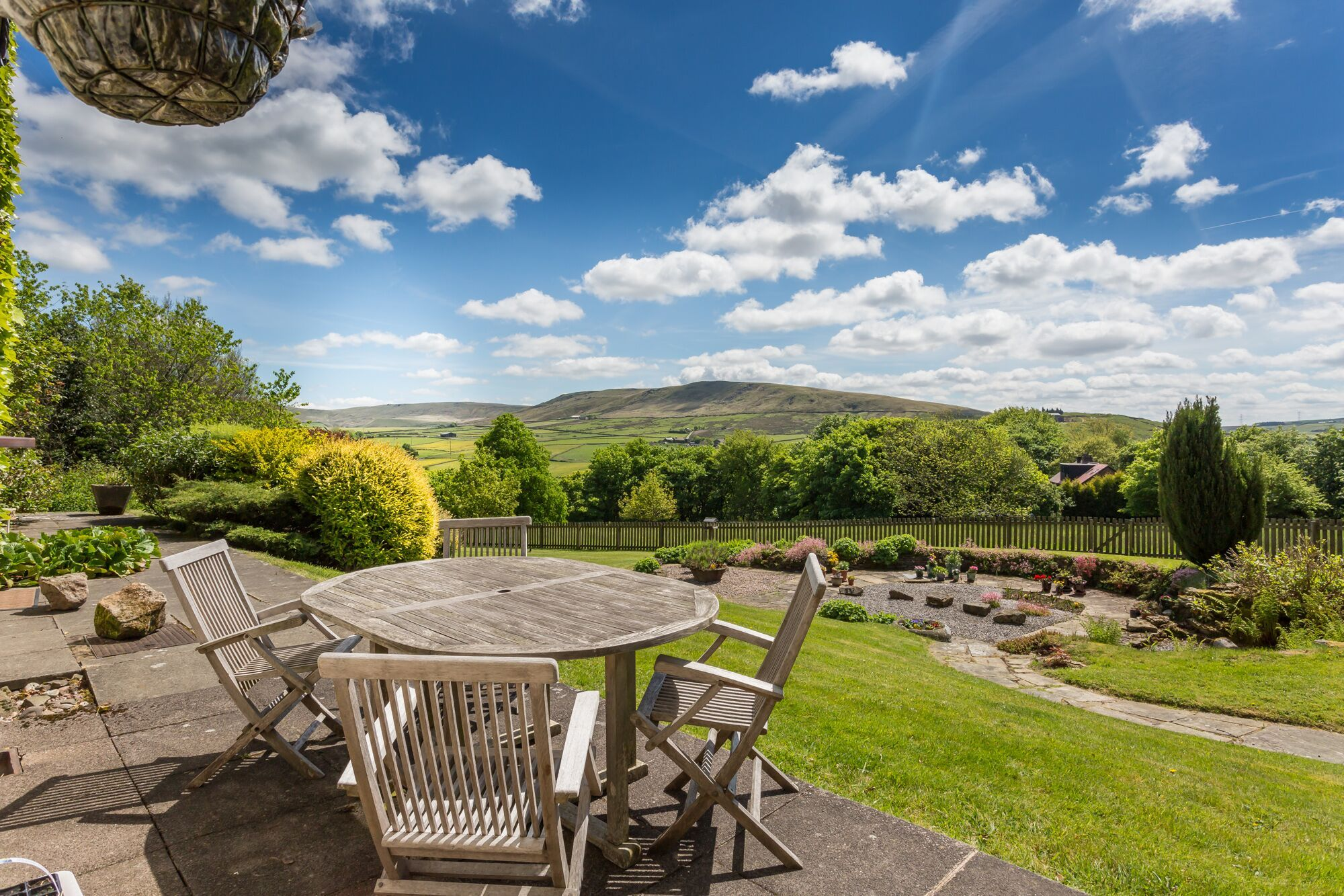 6 bedroom detached house For Sale in Todmorden - Photograph 37