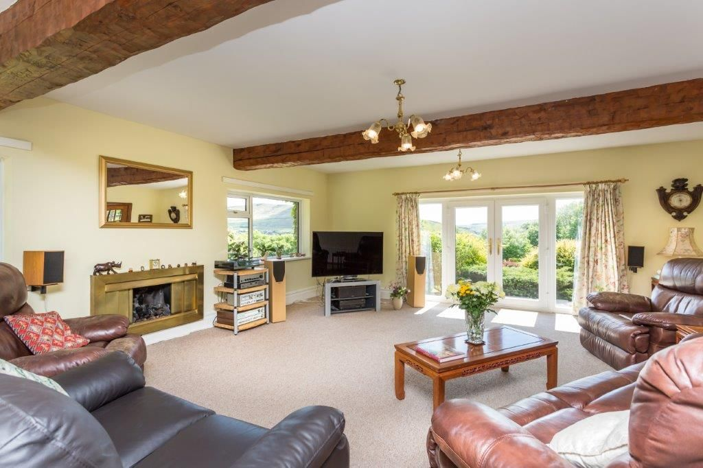 6 bedroom detached house For Sale in Todmorden - Photograph 13