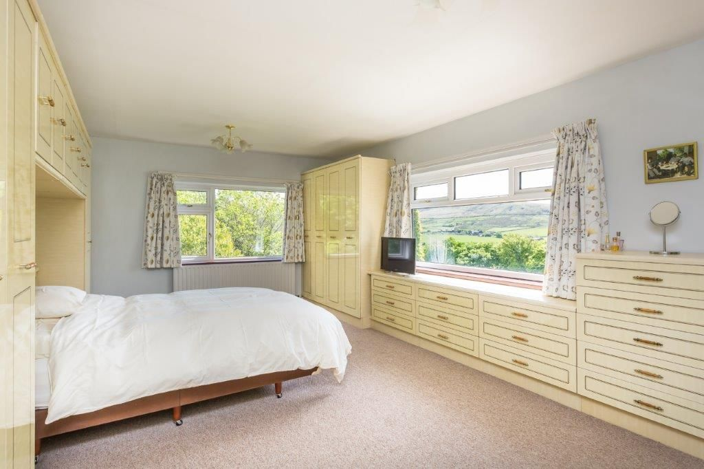 6 bedroom detached house For Sale in Todmorden - Photograph 24