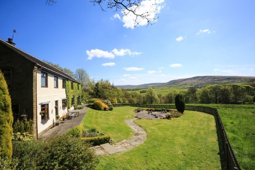 6 bedroom detached house For Sale in Todmorden - Photograph 9