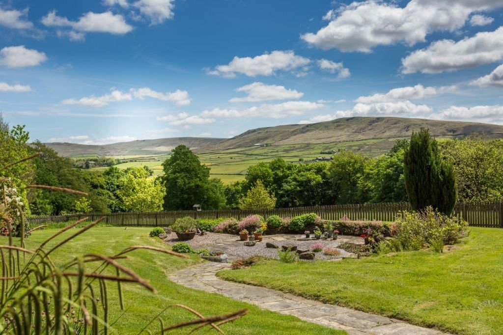 6 bedroom detached house For Sale in Todmorden - Photograph 11