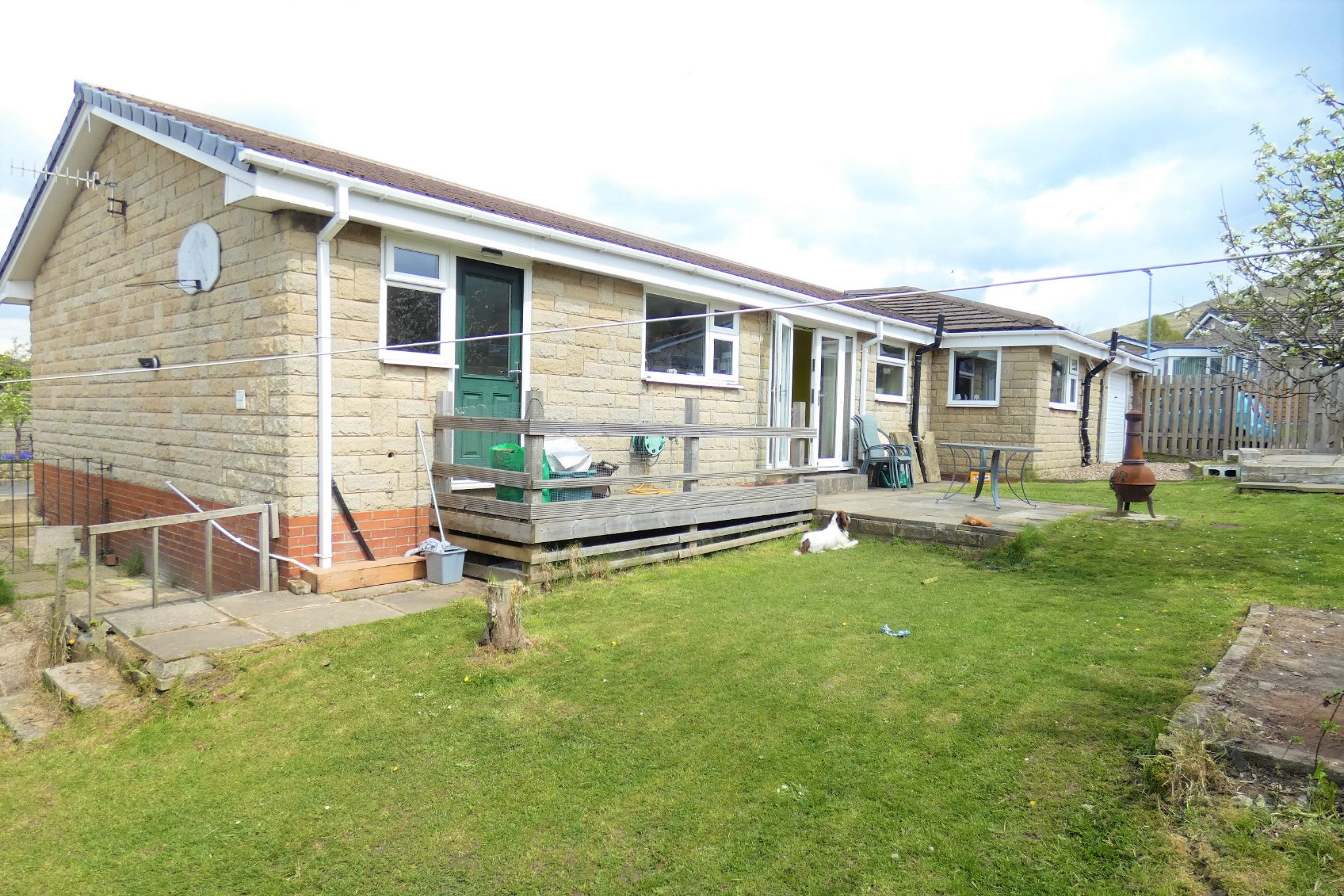 4 bedroom detached bungalow For Sale in Todmorden - Property photograph