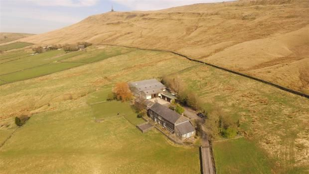 4 bedroom detached house Sale Agreed in Todmorden - Photograph 3