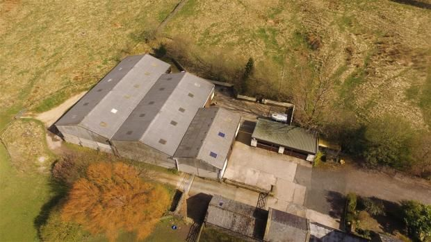 4 bedroom detached house Sale Agreed in Todmorden - Photograph 5