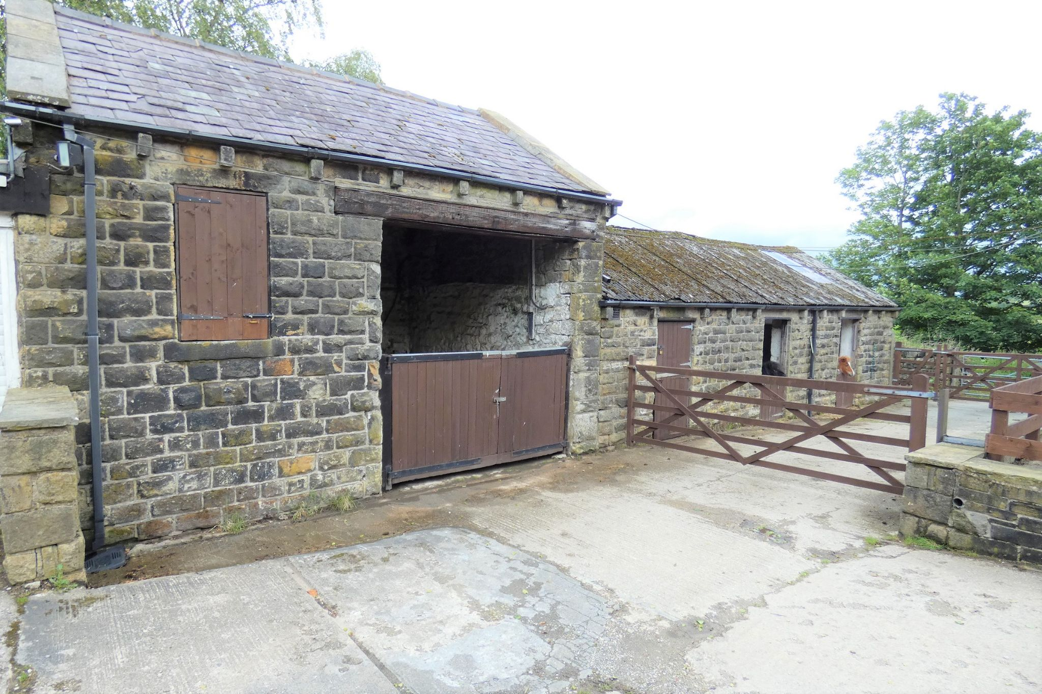 4 bedroom detached house Sale Agreed in Todmorden - Photograph 38