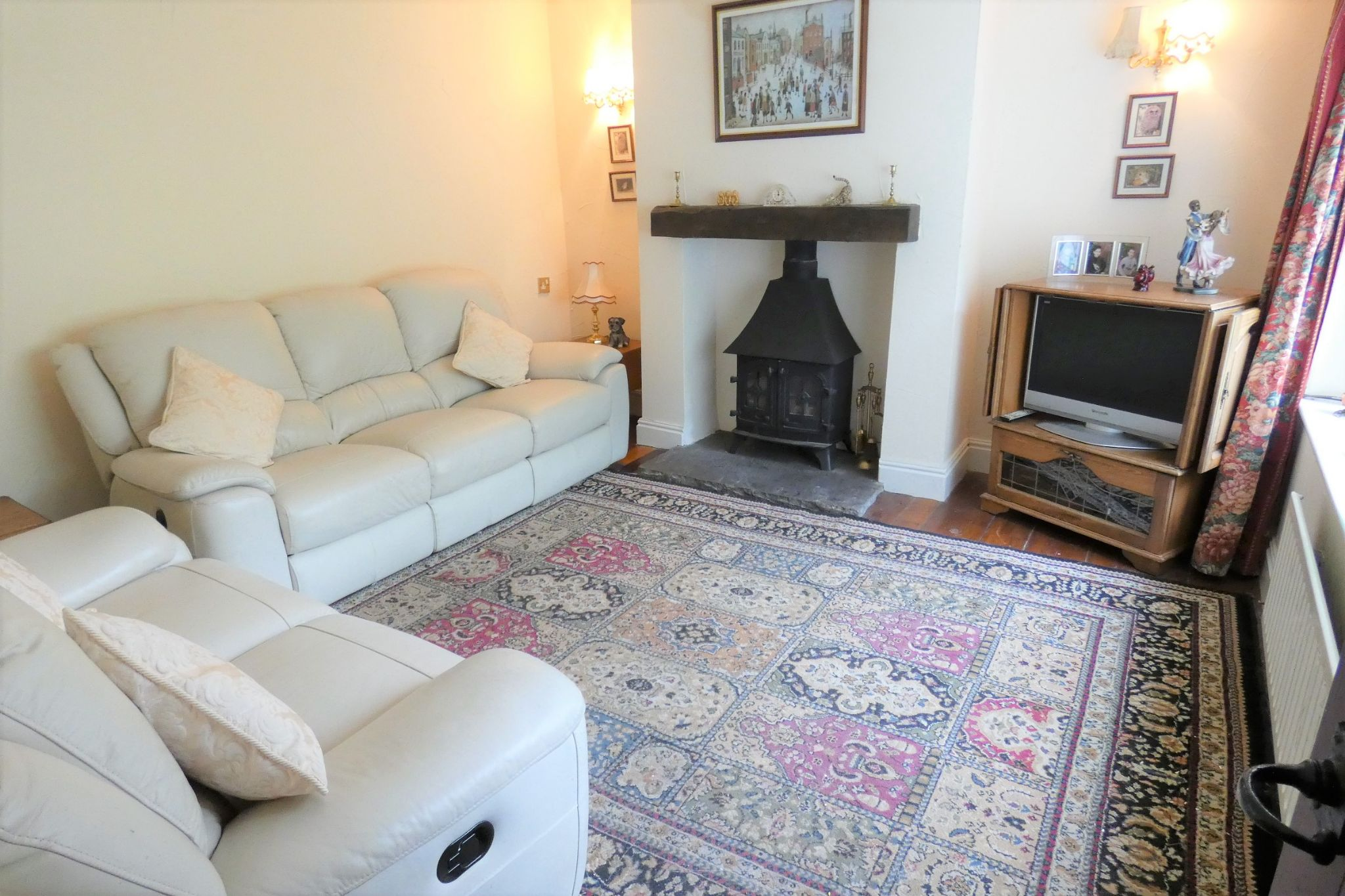 4 bedroom detached house Sale Agreed in Todmorden - Photograph 24