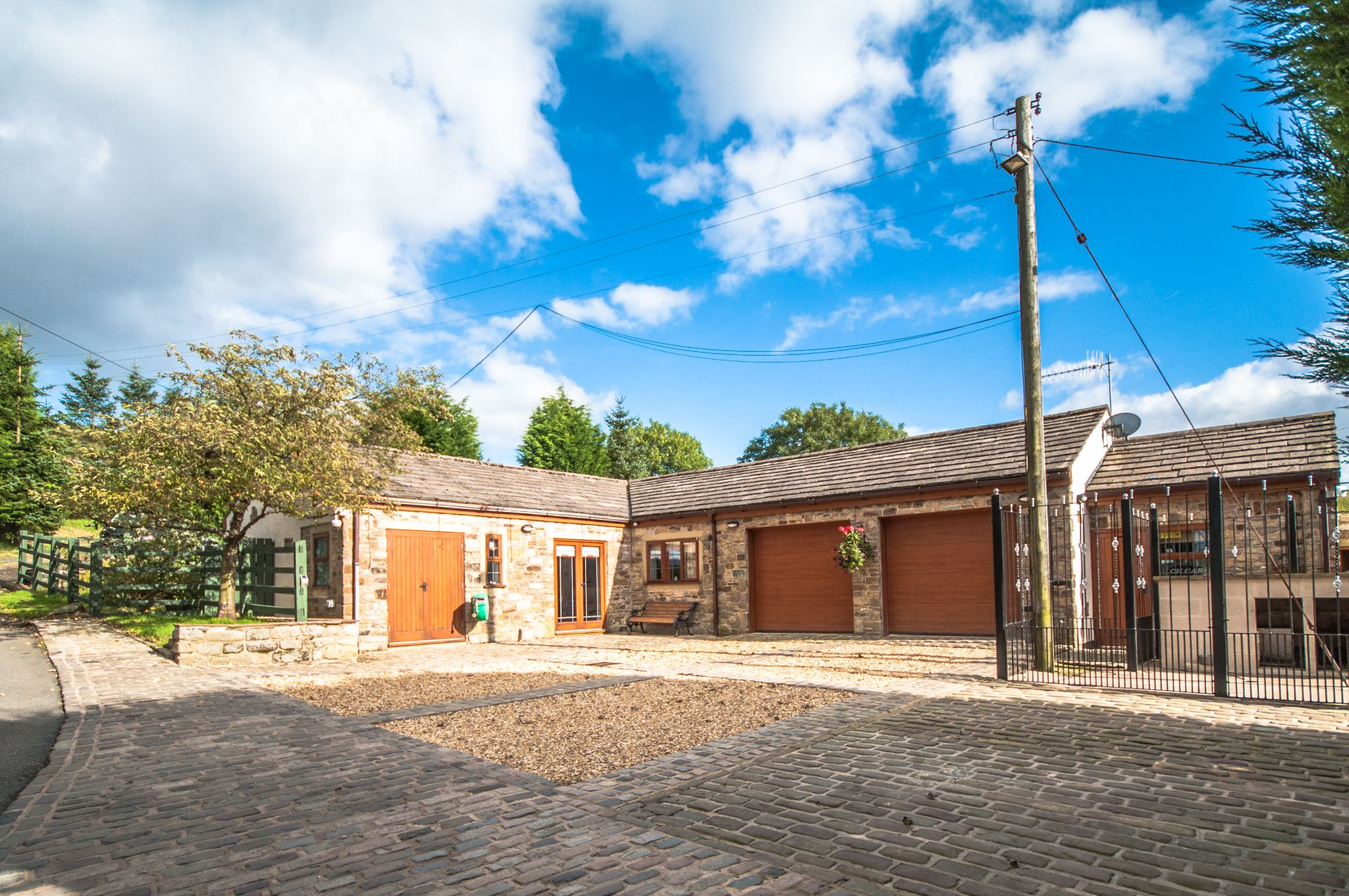 4 bedroom detached house For Sale in Todmorden - The Bungalow (Currently used as Entertainment Suite