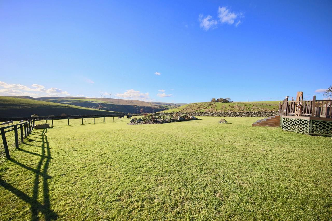 4 bedroom detached house For Sale in Todmorden - Photograph 11