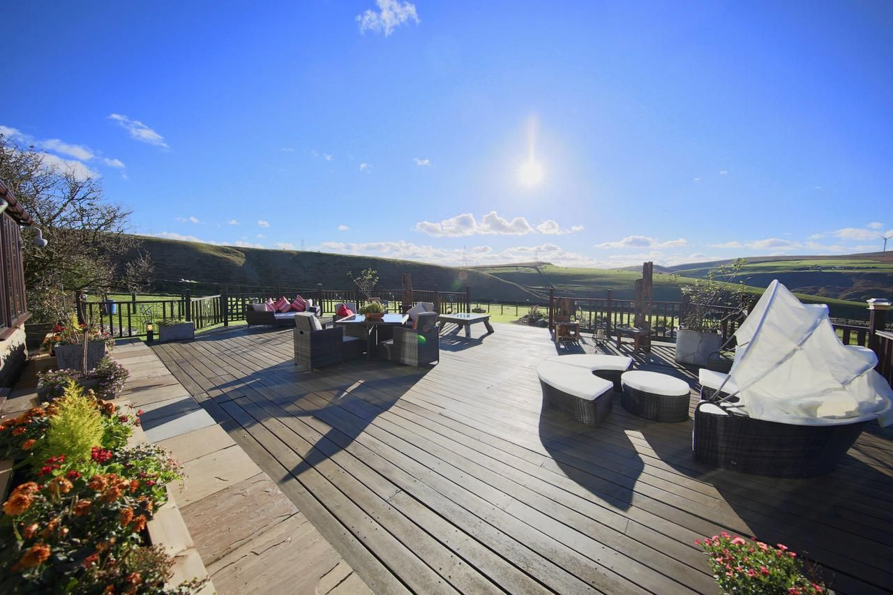 4 bedroom detached house For Sale in Todmorden - Photograph 6