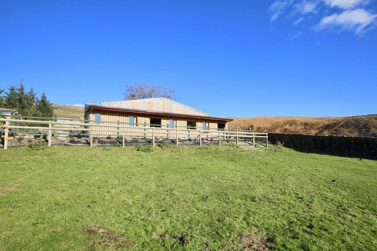 4 bedroom detached house For Sale in Todmorden - Photograph 8