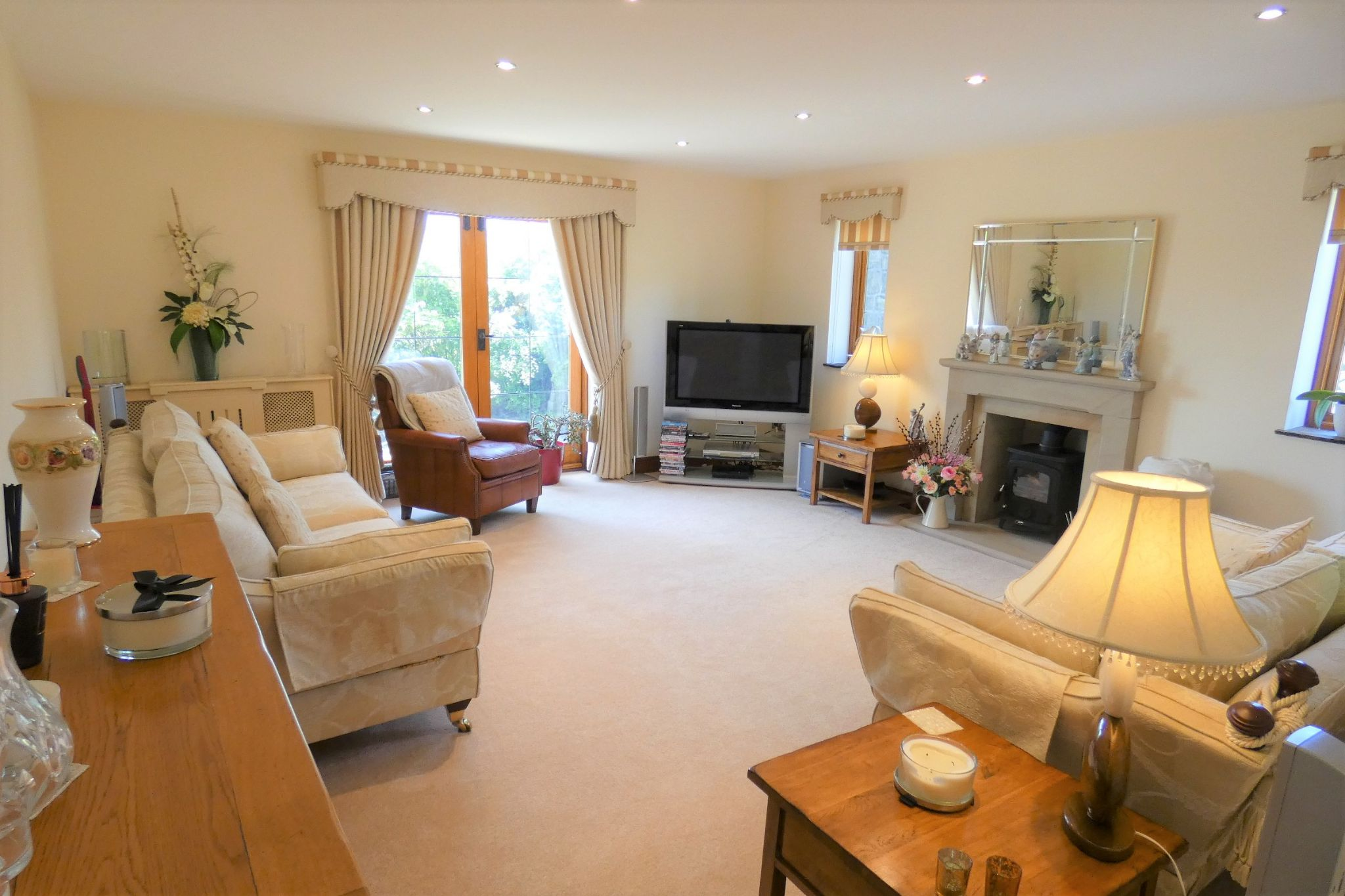 4 bedroom detached house For Sale in Todmorden - Photograph 38