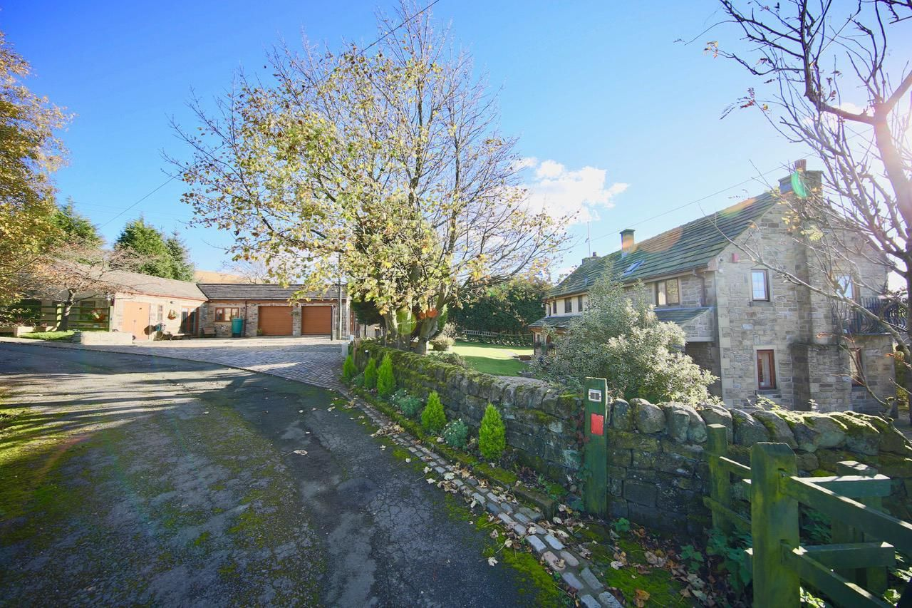 4 bedroom detached house For Sale in Todmorden - Photograph 7