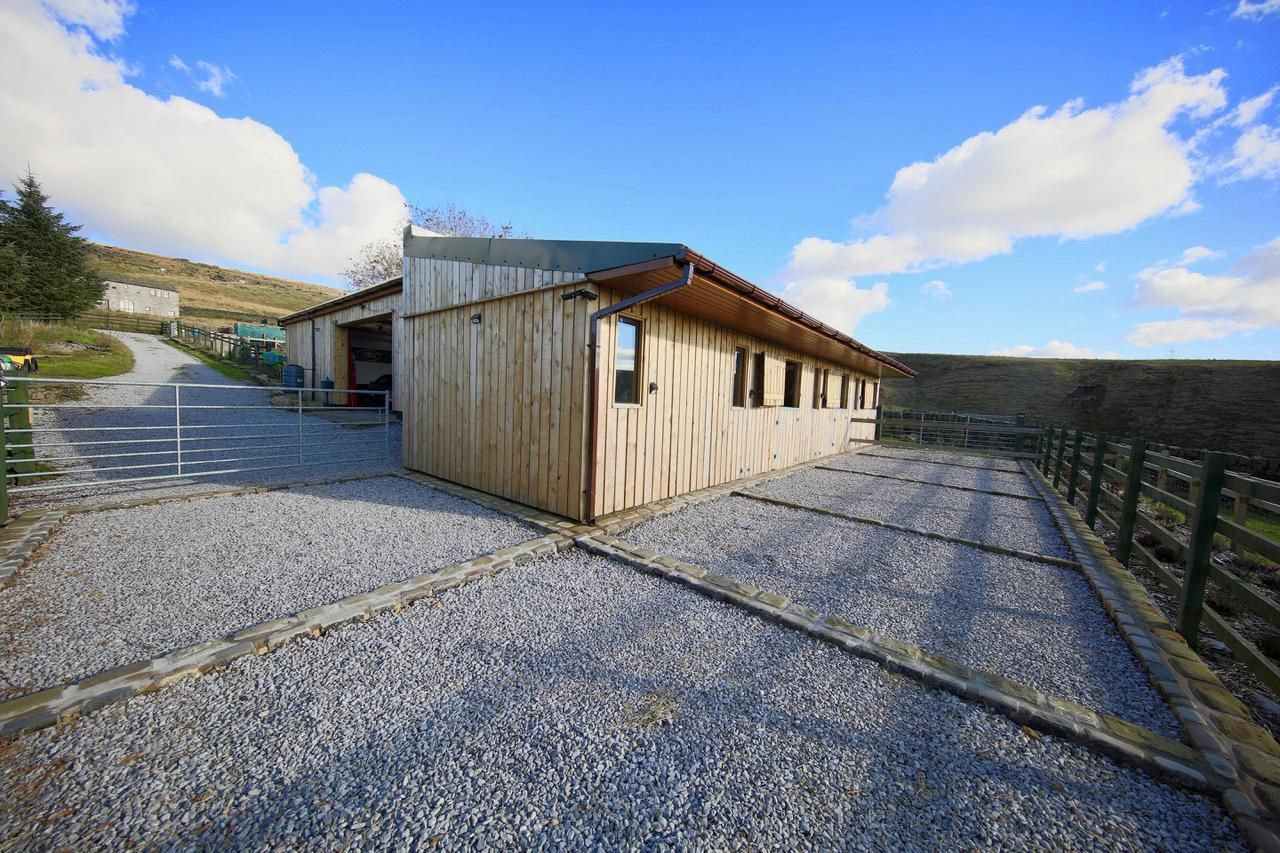 4 bedroom detached house For Sale in Todmorden - The Stable BLock