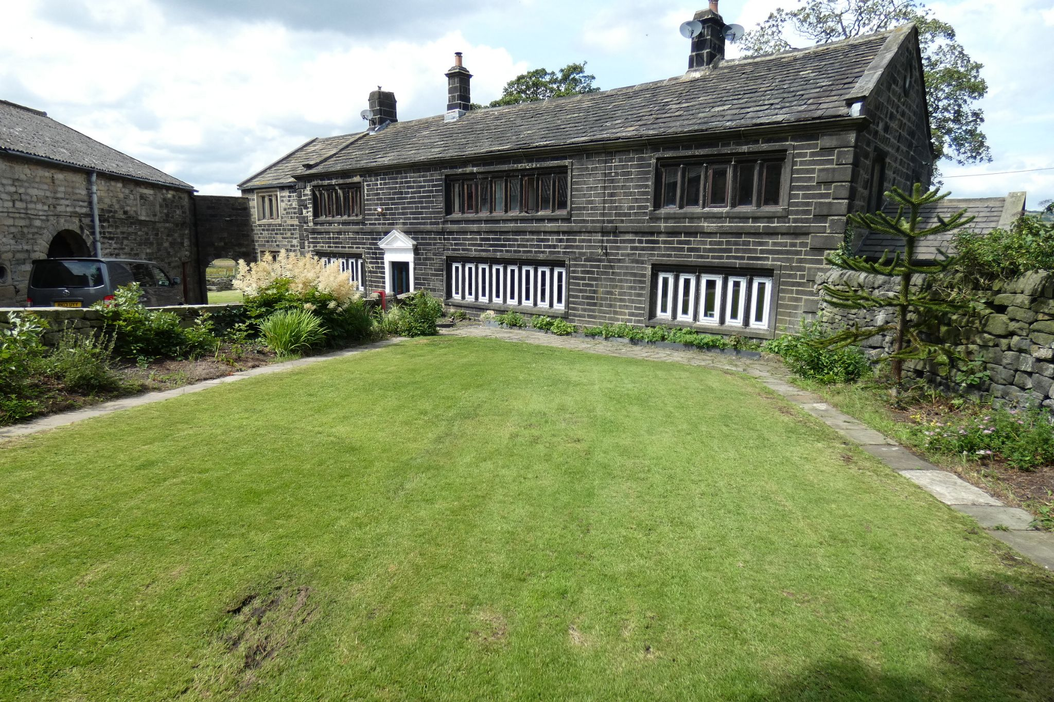5 bedroom link detached house For Sale in Todmorden - Photograph 5