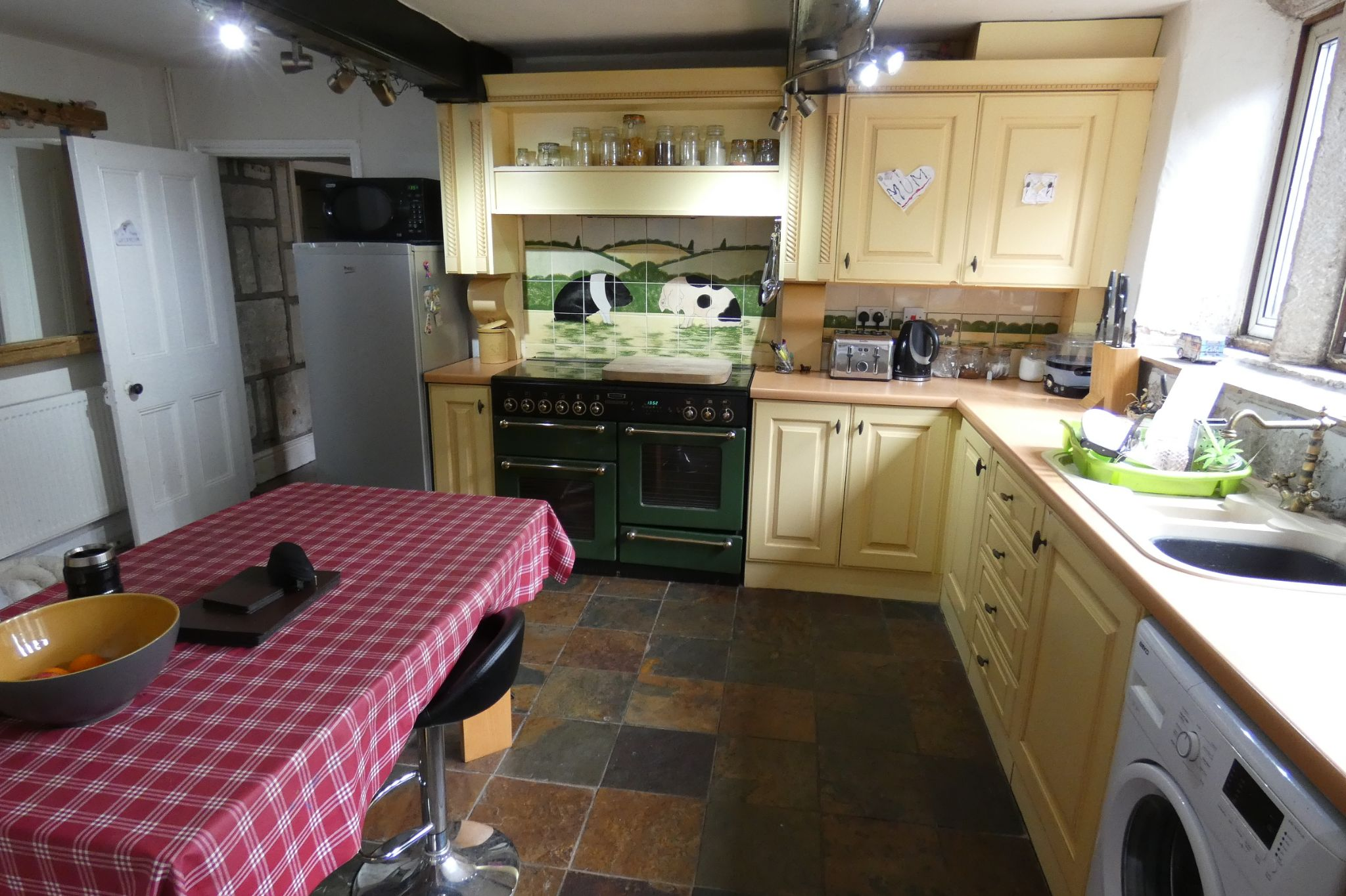 5 bedroom link detached house For Sale in Todmorden - Photograph 16