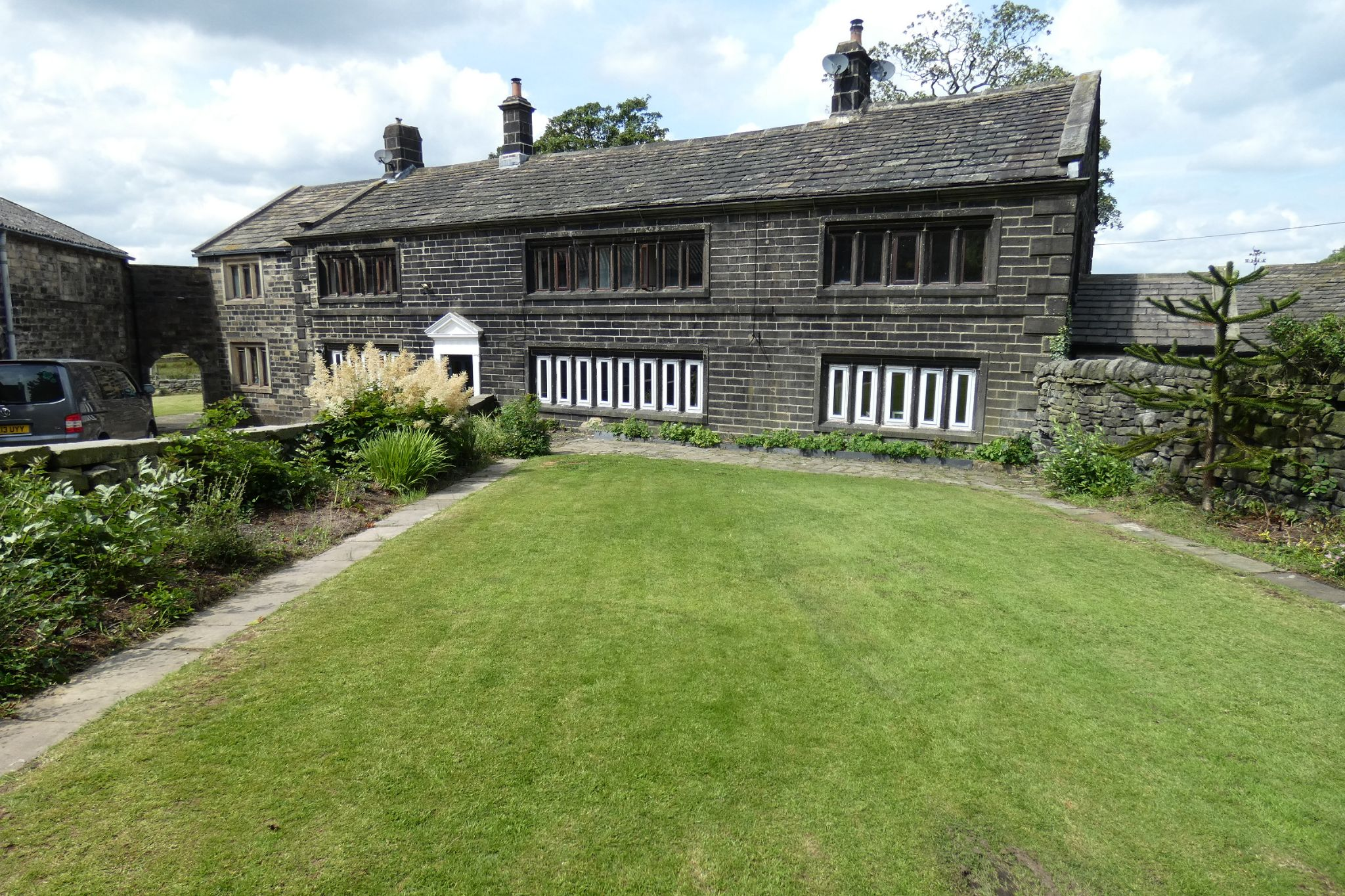 5 bedroom link detached house For Sale in Todmorden - Property photograph