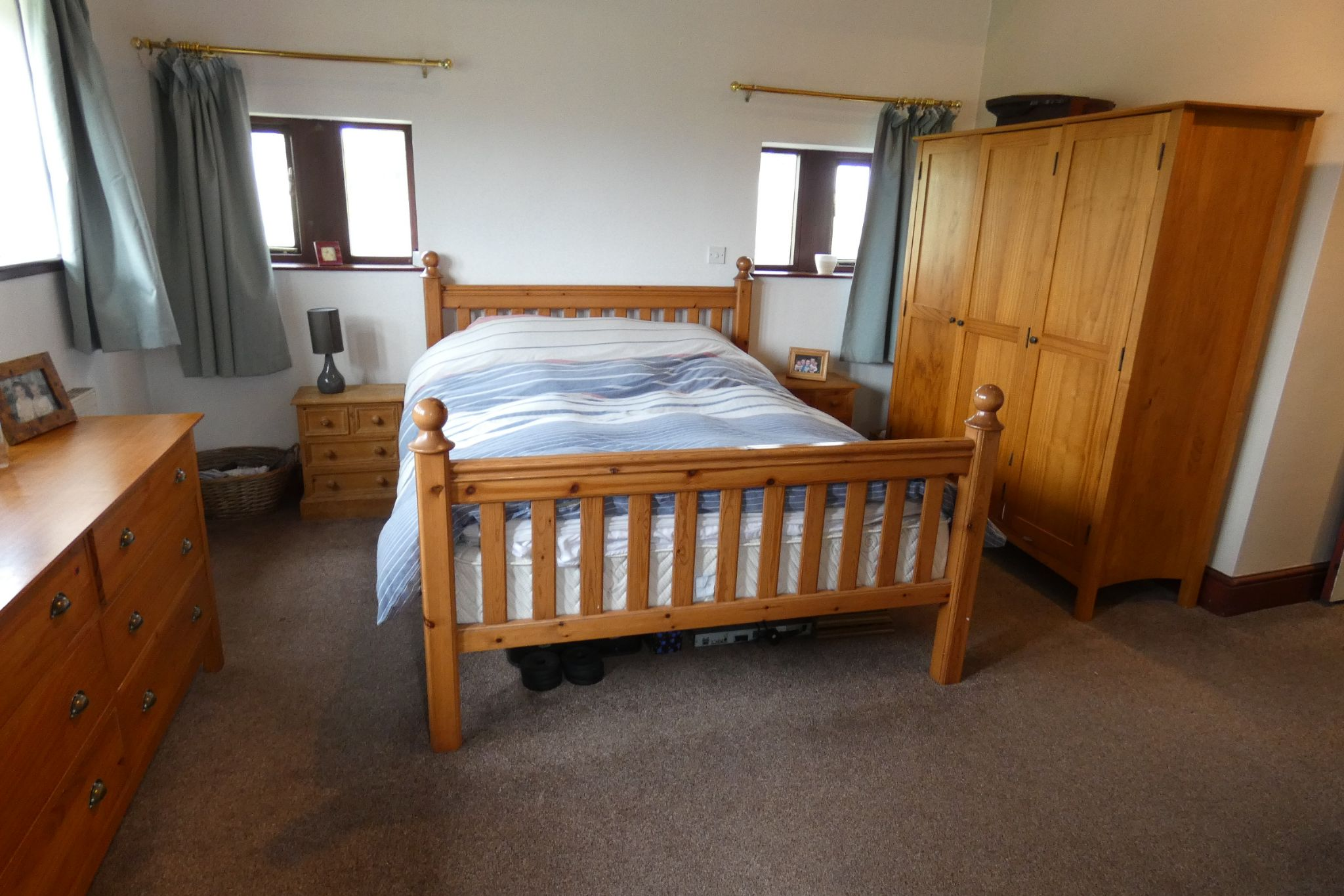 5 bedroom link detached house For Sale in Todmorden - Photograph 23
