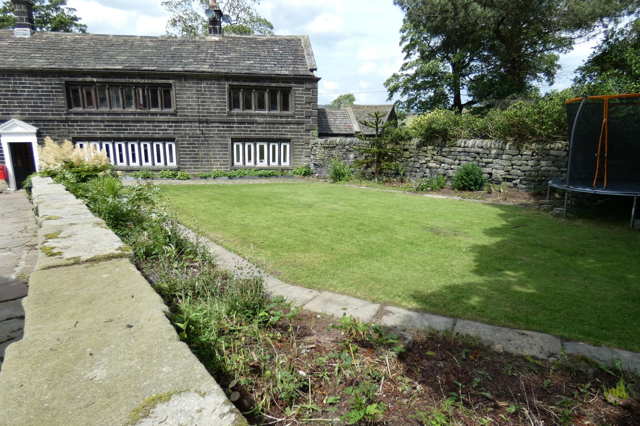 5 bedroom link detached house For Sale in Todmorden - Photograph 7